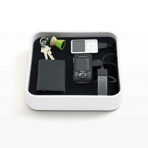 Bluelounge Sanctuary: Simple and compact universal charging station. White Color.